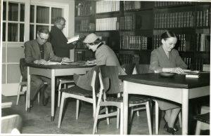 Hammel Bibliotek på Voldbyvej,Tegnet af Julius Moll.